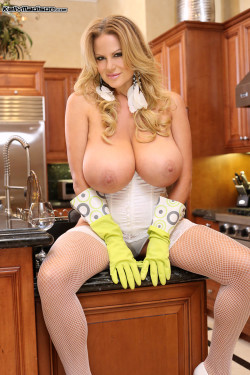 Cleaning the kitchen (XPost from r/KellyMadison)