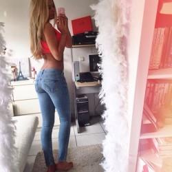 Deborah (X-post /r/SexyGirlsInJeans)