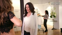 "Lisa Edelstein feels Beau Garrett's plot in ""Girlfriends' Guide to Divorce"""
