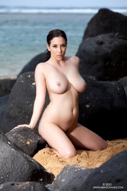 Jelena Jensen by the sea
