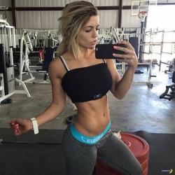 Nikki Blackketter gym selfie