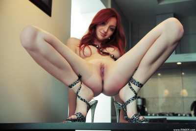 Red head pink pussy