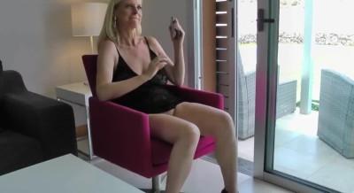 r/Sluttywife Teasing neighbour