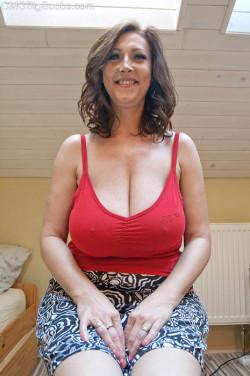 Sexy MILF next door