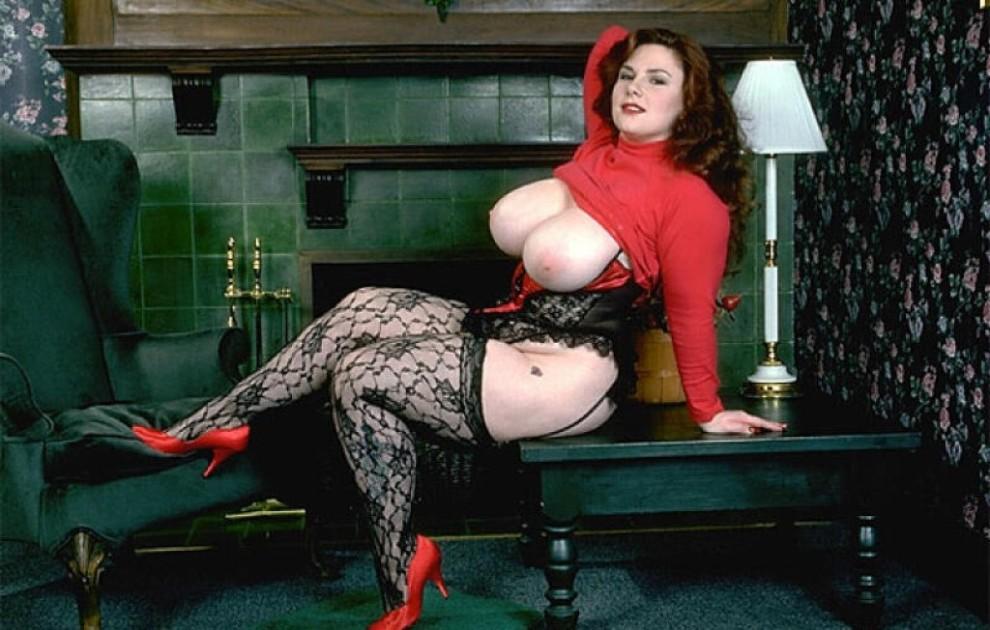 She has an incredibly luscious curvy body!