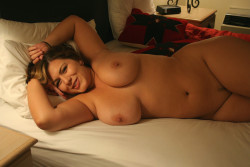 Thick milf in bed