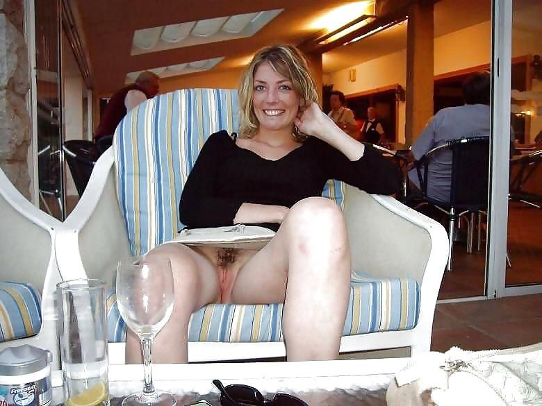 под юбкой у женщин интим фото