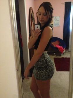 Do she gotta booty?