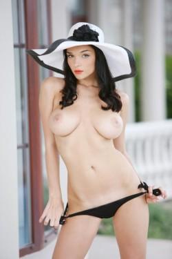 Katie Fey in a floppy hat