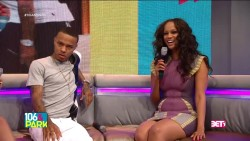 Tyra Banks & Bow Wow Unexpectedly Kiss LIVE On 106 & Park (2013)