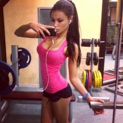 Svetlana Bilyalova gym selfie