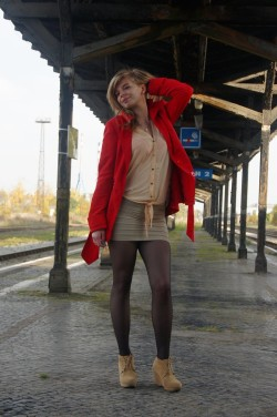 Waiting for a train (x/post r/TightsAndTightClothes)