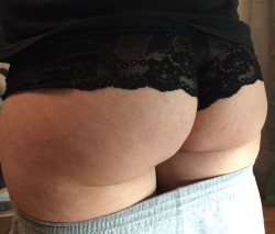 Wife doesn't belive me when i say her ass looks great