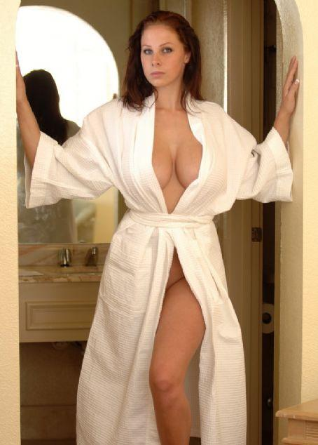 Короткий халат порно фото