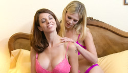 Eva Lengthy & Scarlet Crimson have lesbo hookup after licking dinner
