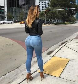 Anastasiya Kvitko in tight jeans