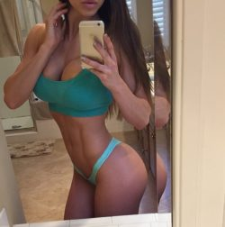 Fit girl Brittany Perille selfie