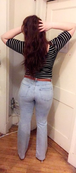 Found a pair of jeans that (f)it my booty! (X-post r/gonemild)