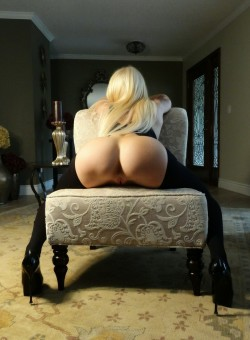 Hot Blonde Waiting Your....