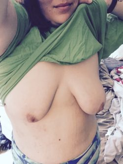 It's still snowing. I'm going back to bed. Un(f)ortunately alone.