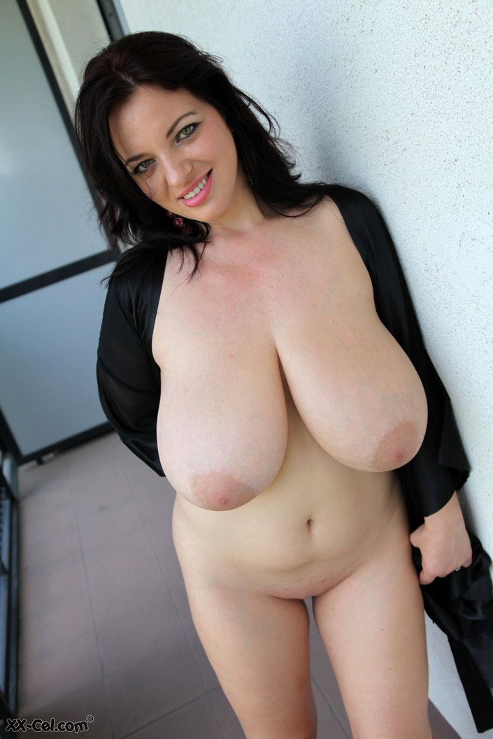 Joanna Bliss Massive Tits Naked Photos