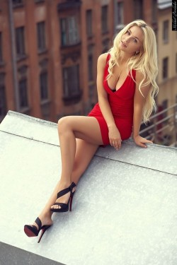 Just a beautiful woman sitting on a hot tin roof...as they are wont to do