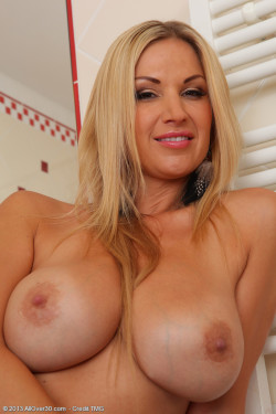 MILFy titties