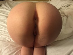 My girl[f]riend has an amazing ass . She wants to show off what she can without giving away her tattoos .