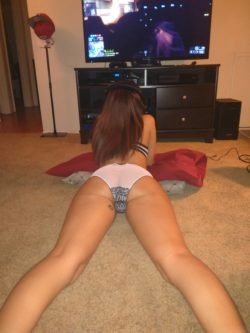 My sexy g(f) playing Xbox 1... Whos next to fuck her?
