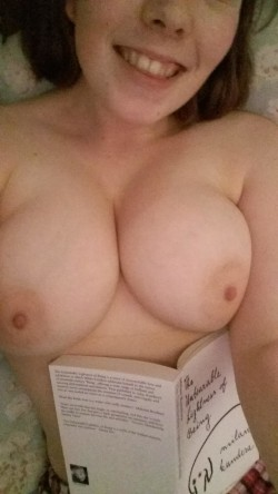 Nothing beats a bit of bedtime boobs :) ♡