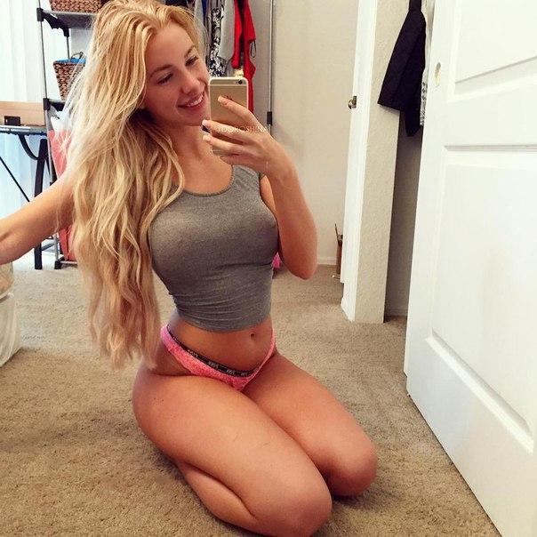 Blond Fitness Girl (from /r/JustFitnessGirls)
