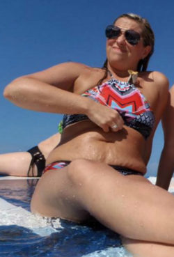 Chunky bikini slut- I'd fuck all of her holes
