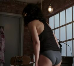 Emmanuelle Chriqui pulling up her jeans plot on Murder in the First