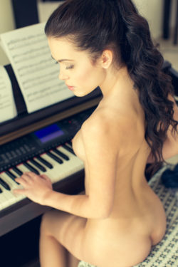 Sexy Pianist