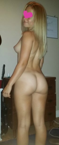 Blondie showing off