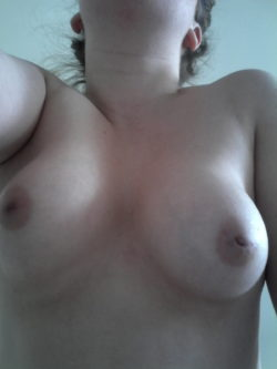 Bored pu(f)fy nippled little slut - PM me something dirty ;)