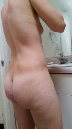 Bubble booty milf