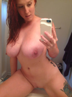 Busty Thick Redhead selfie