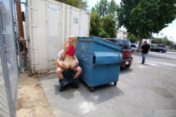 [IMG]Fucked behind dumpster