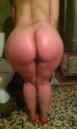 Pawg in the bathroom