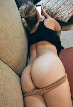 Round butt on couch. [f]