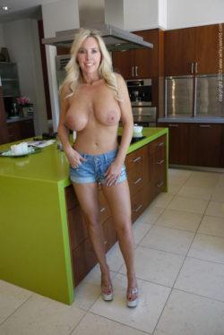 Sandra Otterson (Wifey)