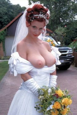 Stunning ginger bride.