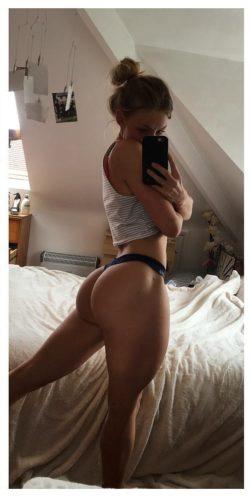 leg day post-gym selfie