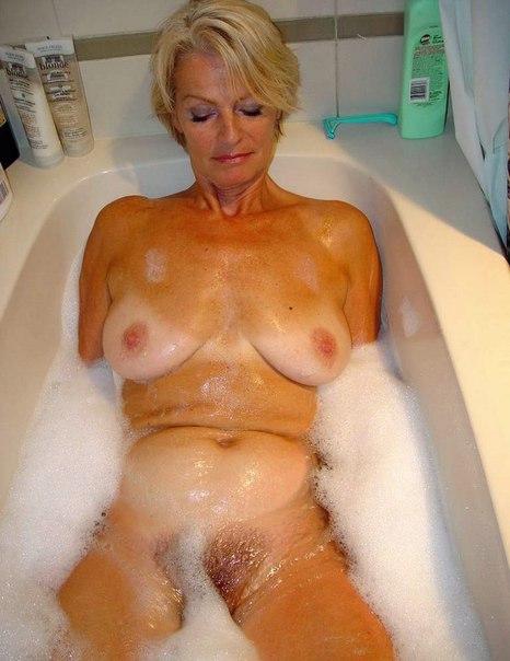 фото зрелые женщины принимают ванную