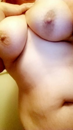 Feeling a little more con(f)ident than usual...showing off some curvy stuff????????