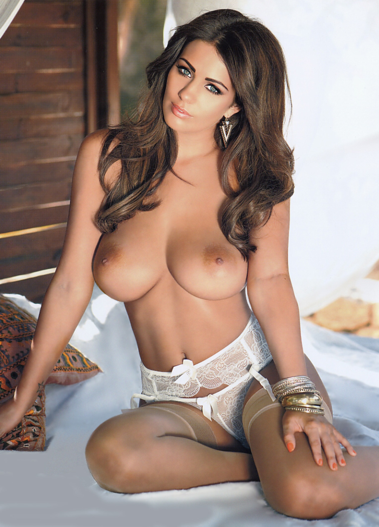 Голая holly peers