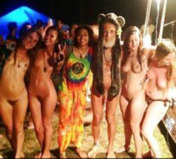 Hippie gettin some lovin