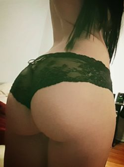 Is my g(f) a phat ass white girl?