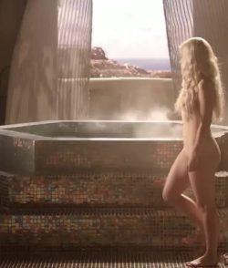 Emilia Clarke - Khaleesi backplot